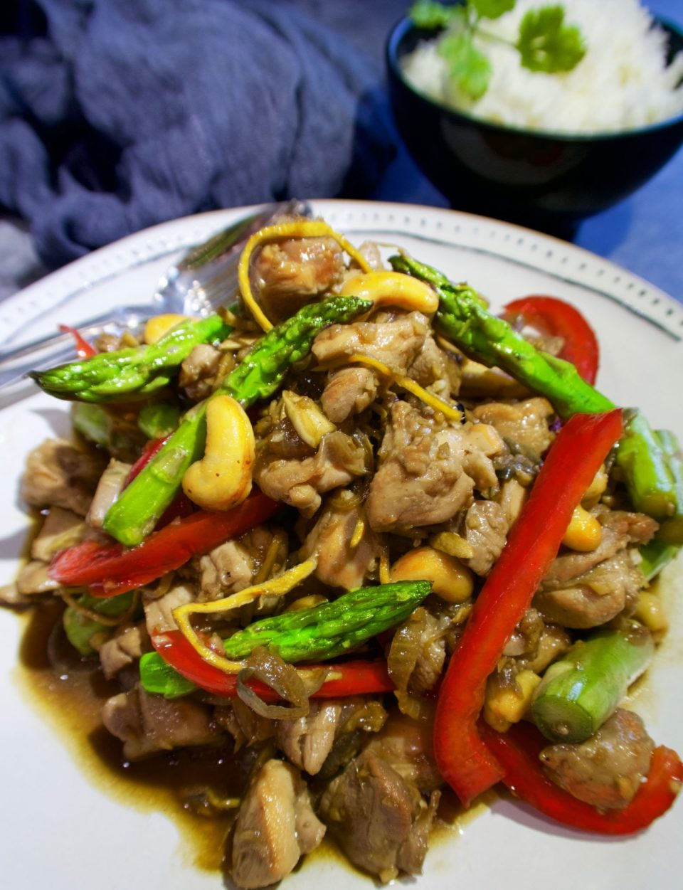 CHICKEN STIR FRY WITH ASPARAGUS AND GINGER