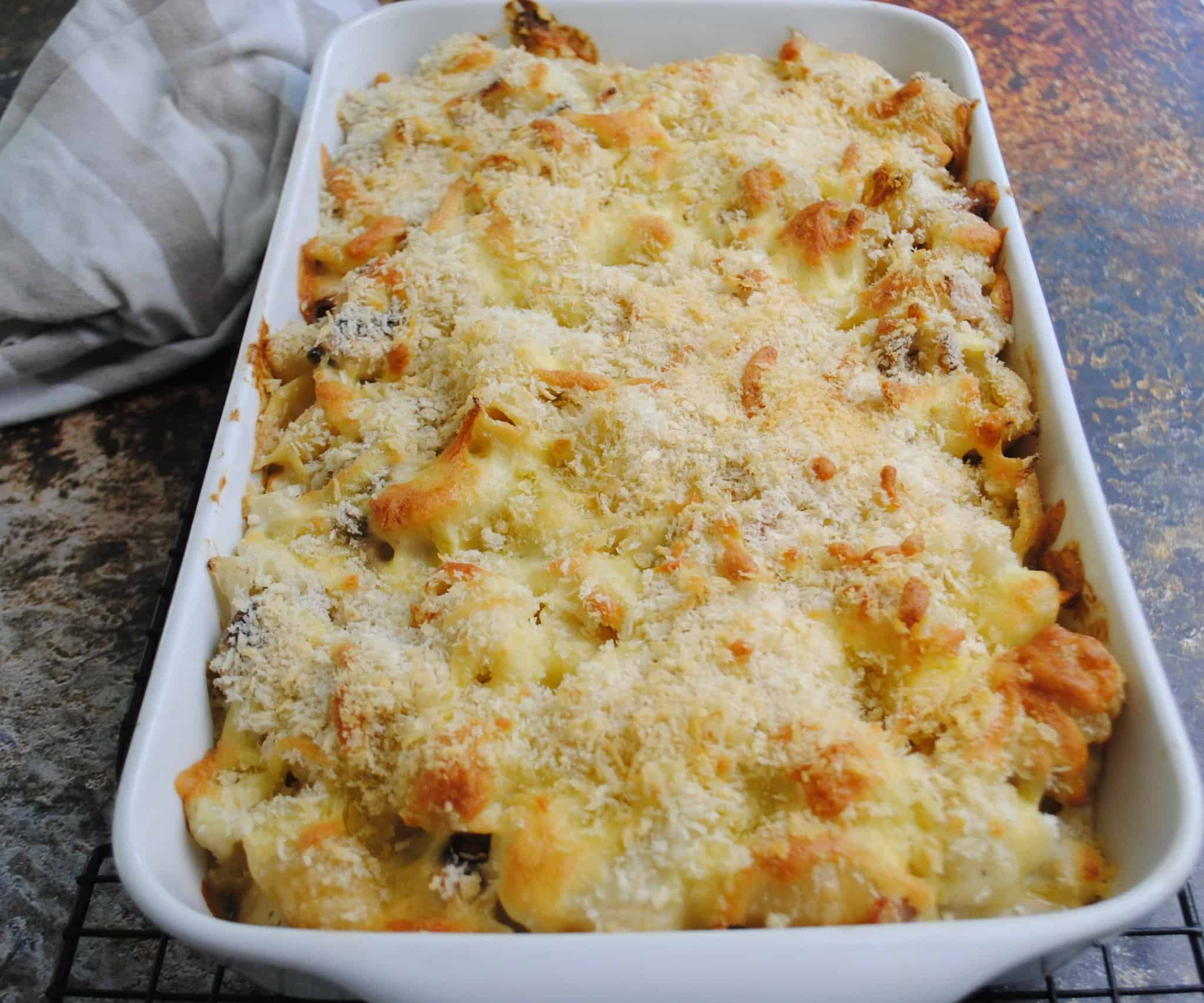 cauliflower pasta bake with bacon and mushrooms