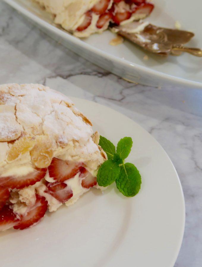 easy pavlova strawberry and almond roll