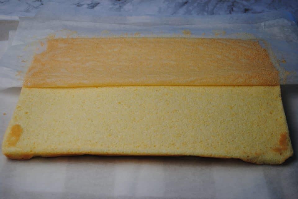 Peeling paper from sponge cake