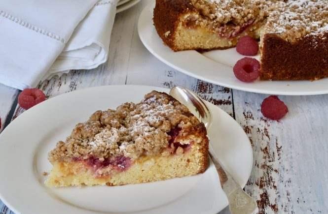 peach and raspberry streusel cake