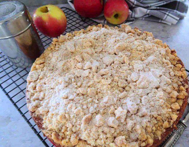fresh apple crumble cake